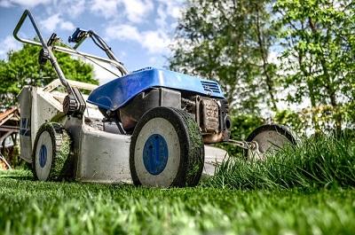 lawnmower-ea3db50a20_640